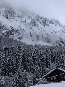 Snow blasting